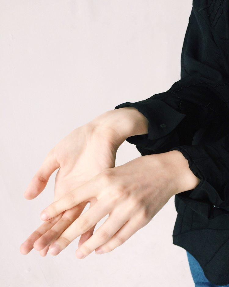 woman-s-hand-1030885.jpg